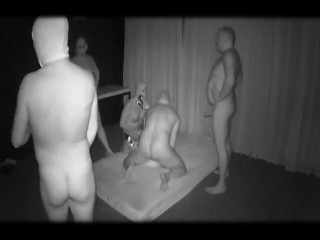 Mein Frau im Darkroom von Fremden Tpen durchgefickt