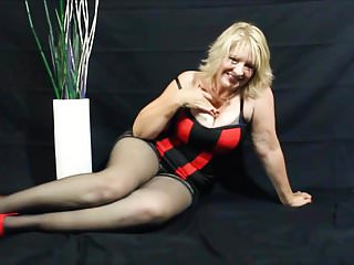 Downcast milf close to steep attire triflescreased by toffee-nosed heels