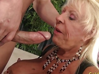 Big-boobed grandmother Mandi McGraw gargles a hard-on and Then rails It with passion