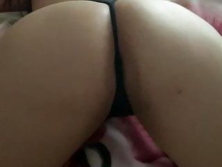 Latina cougar jiggling her bum
