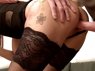 French sandy-haired cougar knows how to treat 2 thick spears
