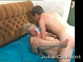 Cleaning dame makes her very first inexperienced flick