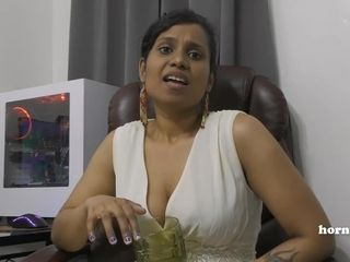 Indian Aunty pissing