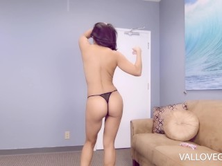 Your girlfriend's mummy Jasmine timid gives you a suck off